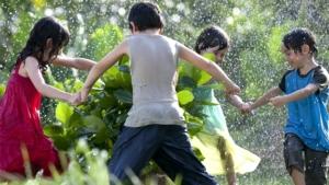 ninos-kids-jugar-ronda-play-juego-agua
