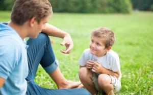 padre-hijo-hablando-comunicacion1